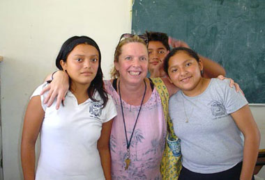 Lydia Linton Pontius with students in Akumal, Mexico